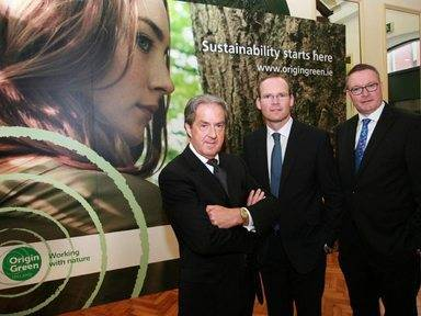 Bord Bia programme looks to build Irish food and drink's green cred Pictured: Aidan Cotter, Minister for Agriculture, Food and the Marine Simon Coveney and Michael Carey
