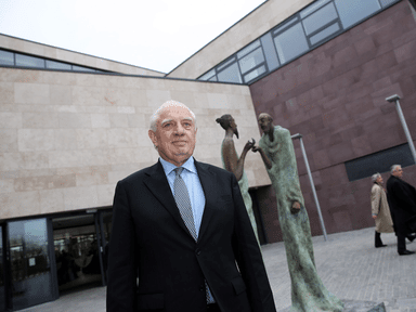 UCD officially opening €25m law school today Pictured: Peter Sutherland outside the new law school