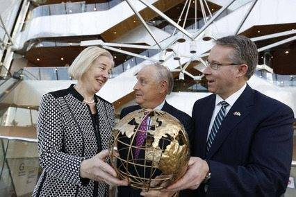 Catherine Day, secretary general, European Commission, Maurice Pratt, chairperson, European Movement Ireland and Paul Mahon, president and CEO, Great-West Lifeco